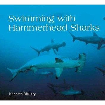 Swimming With Hammerhead Sharks (Scientists in the Field): Swimming With Hammerhead Sharks