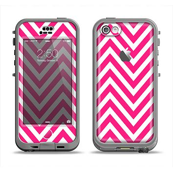 The Pink & White Sharp Chevron Pattern Apple iPhone 5c LifeProof Nuud Case Skin Set