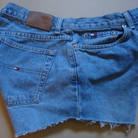 TOMMY HILFIGER jeans vintage high waist rise dolphin angle cut off women denim frayed shorts SIZE 8 patch