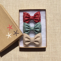 Super cute, tiny pineapple Seaside Sparrow hair bow lot.  Perfect birthday gift for any girl.