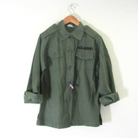 Vintage men's military green U.S. Army long sleeve shirt jacket coat with patch // s-m