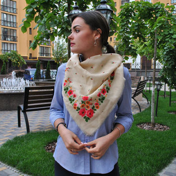 Vintage ukrainian shawl Russian shawl Wool floral scarf White shawl Made in USSR Shawl with flowers Slavic floral design Soviet vintage
