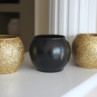 Gold and Black Wedding Centerpiece, Bridal Party Centerpiece, Engagement Party Centerpiece, Gold Accents, Gold Decor, Black Vase, Round Vase