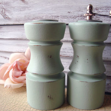 Cottage Chic Sea Glass Green Painted Salt Shaker and Pepper Mill Grinder Set, Vintage Mint Green Wooden Salt and Pepper Shakers, Shabby Chic