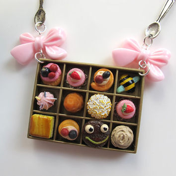 Eat Me. A box of Party Flavours. Mini sweet desserts miniatures. Kawaii Sweet Lolita Pink Ribbon Bows Pink Chain Necklace