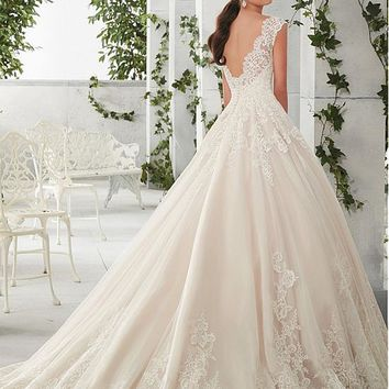 [208.99] Charming Tulle & Satin Scoop Neckline A-Line Wedding Dresses With Lace Appliques - dressilyme.com