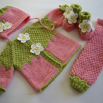 Intarsia Knitting Patterns For Children : USD19.00 Knitted Baby booties Strawberry from MiaPiccina on Etsy