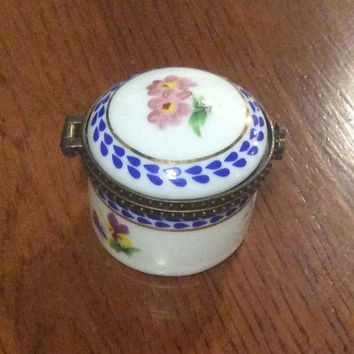 Limoges, Porcelain, French Trinket Box, Signed Porcelain Art, Vintage Collectibles VALENTINE Sale