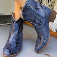Vintage snakeskin Short Boots 8M / Purple Blue Leather Women Boots / Cowboy Boots / Paul Warmer