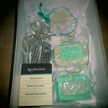Memory Box Bath and Body Soap Gift Set. 5 soaps and box for photos, souvenirs. Natural, gentle cleansing, all ages. Soap dish, bath mitt.