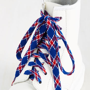 London Crawling Shoelaces in Royal | Mod Retro Vintage Boots | ModCloth.com