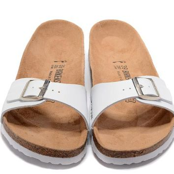 Birkenstock New Style 5 Summer Fashion Leather Cork Flats Beach Lovers Slippers Casual Sandals For Women Men Couples Slippers triple White