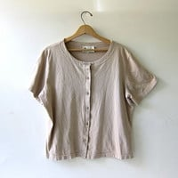 80s cropped shirt. short sleeved cotton top. neutral beige top.