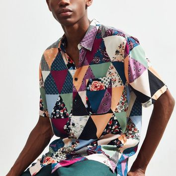 UO Triangle Floral Rayon Short Sleeve Button-Down Shirt | Urban Outfitters