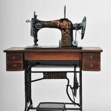 Miniature Wooden  Black Singer Sewing Machine Vintage Decoration Antique Replica