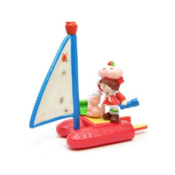 Strawberry Shortcake Sailboat PVC Mini Figure Vintage Strawberry Deluxe Miniatures Figurine with Popsicle Raft