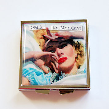 Square Pill case, Pill Box, Funny pill box, Funny pill case, Pill Case, humor, 4 Sections, Hate Monday, Pill Container (4359)