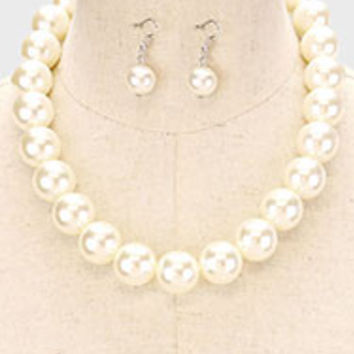 withe pearl necklace with earings