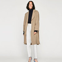 FLOWING TRENCH COAT DETAILS