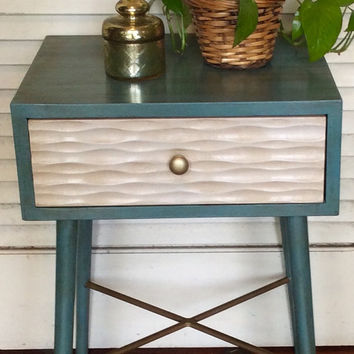 Mid Century  Modern Nightstand/Side Table