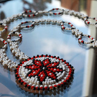 Vintage native american tribal beaded white flower necklace