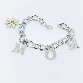 2-0529-g10 Sterling Silver MOM with Daisy Charm Bracelet.