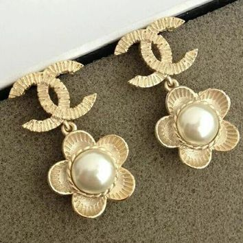 Fashionable Women Chic Pearl Daisy Pendant Earrings Accessories Jewelry