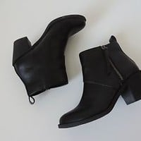 Women's Forever 21 Black Faux Leather Booties Boots Heels Size 5.5
