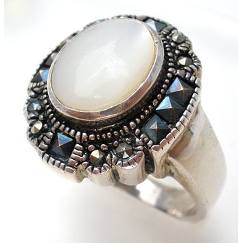 Mother of Pearl & Marcasite 925 Ring Size 8