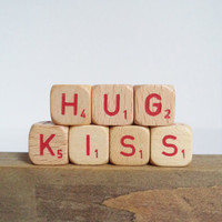 Vintage Letter Cubes Christmas HUG KISS Home Wedding Decor Wooden Red Supplies Crafts Gift Idea