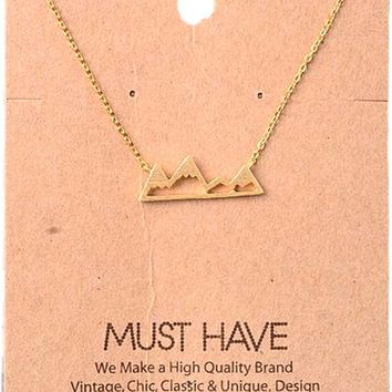 Must Have-Mountain Pendant Necklace, Gold