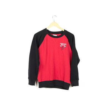 CHICAGO BULLS SWEATSHIRT / nba / raglan / crewneck / crew pullover / red and black / embroidered bull logo / nba / 1990s 90s / small medium