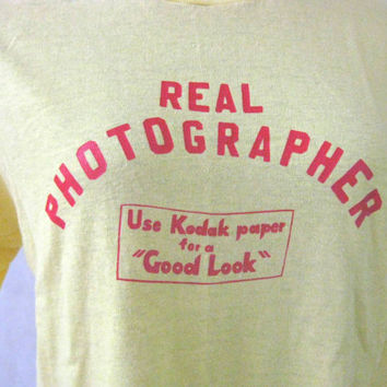 "80s Kodak T-Shirt, Vintage Yellow Kodak Photographer Camera ""Good Look"" Photo Paper Novelty Hanes T-shirt Size Adult L Large 42-44"