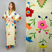 EMBROIDERED FLORAL vtg 70s mexican bohemian hippie ethnic KAFTAN, one size fits most