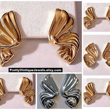 Avon Swirl Ribbon Pierced Post Stud Earrings Gold or Silver Tone Vintage Large Ribbed Wide Band Discs