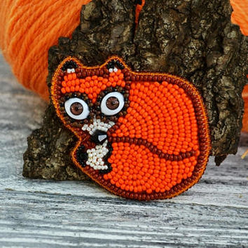 Fox Brooch Animalistic Bead Embroidered Pin Brooch Hand beaded Nature themed Orange Bead Embroidery Jewelry Beaded pin Gift idea for friend
