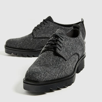 FELT BLUCHERS WITH TRACK SOLE DETAILS
