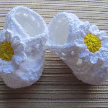 Number 40 KNITTING PATTERN Baby Booties with an X-strap and Large Daisies