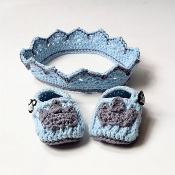 Baby boy crochet crown and shoe set, newborn crown and slippers, pale blue cotton crown, photo prop for newborn