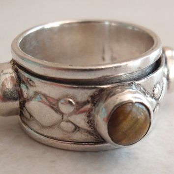 Spinner Ring Band with Tiger Eye Sterling Silver Size 6 1/2 Medieval Look Vintage
