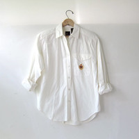 vintage cotton white shirt. button down prep school shirt. preppy pocket crest shirt