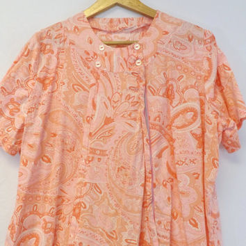 Vintage 60s 70s Retro Peachy Pink Paisley Cotton Sun Dress Floral Shift Day Large House Dress Country Indie Boho Hippie Drop Waist Pleats