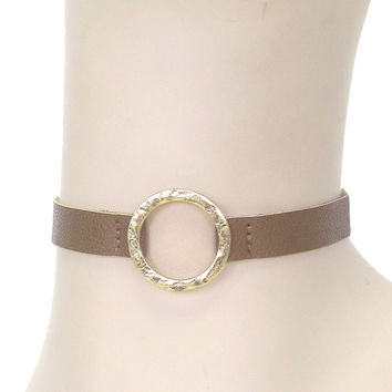 HAMMERED METAL HOOP LEATHERETTE CHOKER NECKLACE - Brown