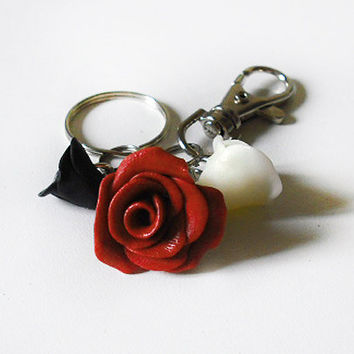 SALE 20% Keychain with 3 roses red, white and black modeled by hand in Cold Porcelain, gift for valentine's day
