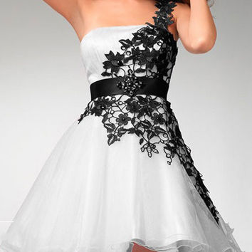 2016 Homecoming Dress Black Lace Embroidered Stitching Organza White Mini One Shoulder Tube Evening Dress