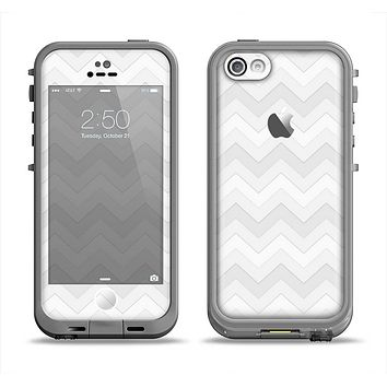 The Faded White Zigzag Chevron Pattern Apple iPhone 5c LifeProof Fre Case Skin Set