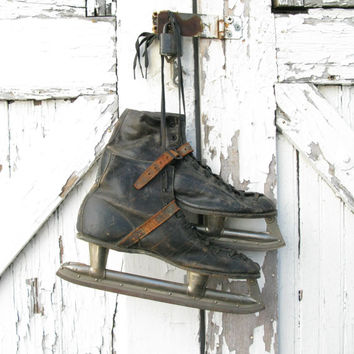 Vintage Hockey Skates, Black Leather Skates, Union Hockey, Holiday Decor, Photo Prop