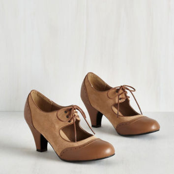 Vintage Inspired It's a Sure Fete Heel in Butterscotch