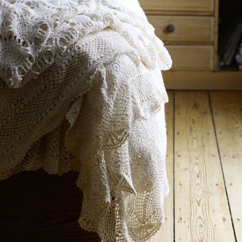 Vintage Boho Chic Bed Spread - Throw Cover - Hand Crochet Bedspread - Bedroom Decor