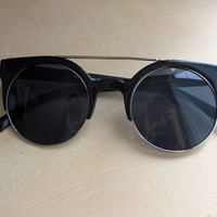 Black Circle Straight Rim Sunglasses | Miracle Eye Original Clothing & Vintage